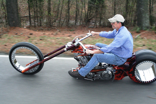 первый мотоцикл без спиц и дисков