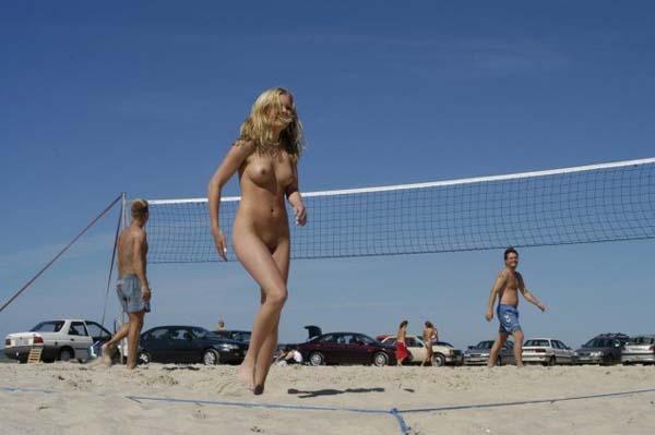 пляжный волейбол телки голые надругательство над
