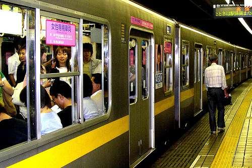 Turbobit.net.  Вы знаете, что делают японцы когда не помещаются в вогон метро.  Если нет то обезательно посмотрите...