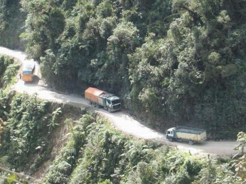 Очень опасные дороги (24 фото)