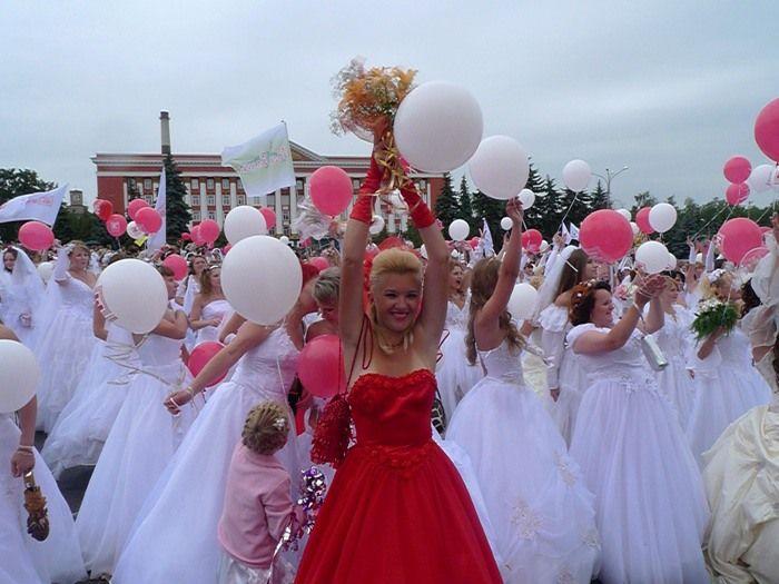 Парад невест в Курске (34 фото)