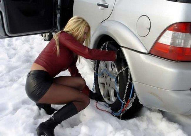 Девушки, за рулем, зимой.