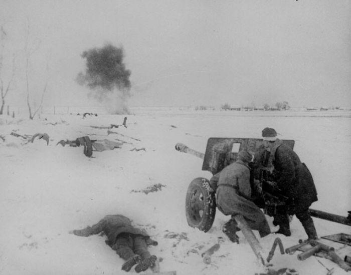 Фотографии, сделанные в местах боев под Сталинградом.  Подписи к ним вы увидите, наведя курсор на фото.