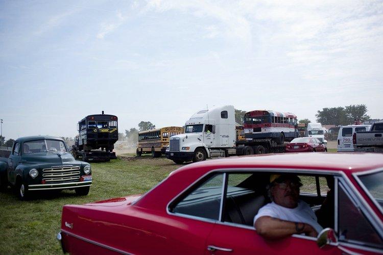 Гонки и школьные автобусы (10 фото)