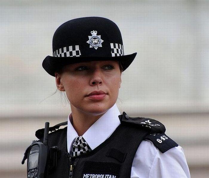 Женщины полицейские из разных стран