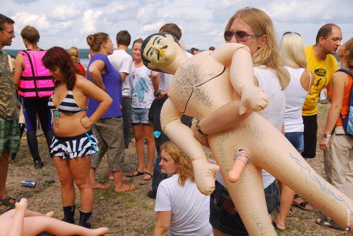 Мужик и надувная кукла