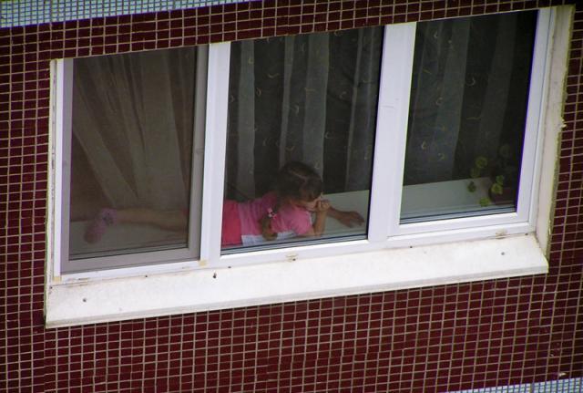 podglyadel-v-okno-za-sosedyami