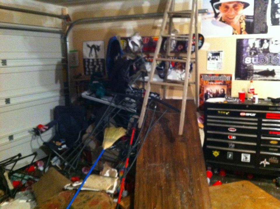 Не засыпайте на вечеринке в гараже