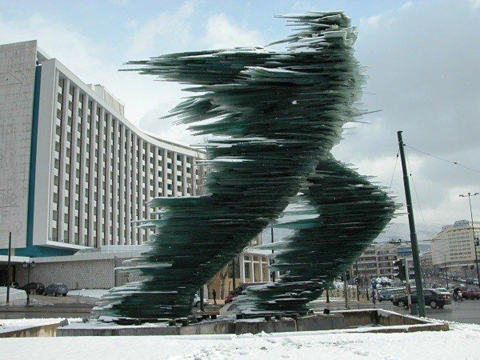 Скульптура Бегущий человек в Афинах