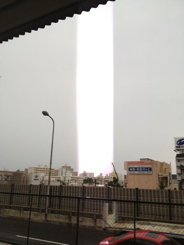 Световые столбы в небе над Японией
