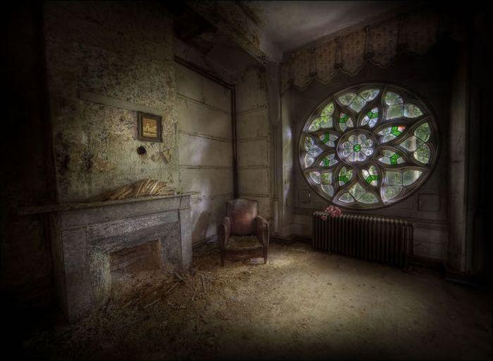 Заброшенная комната 1351702691_abandoned_10