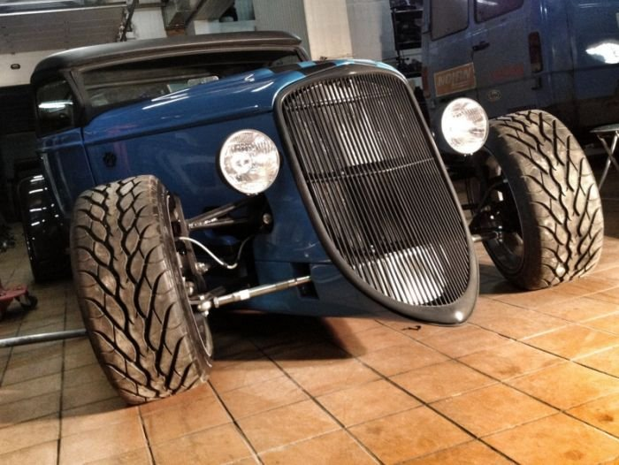 ������ ������ Hot Rod�� Factory Five