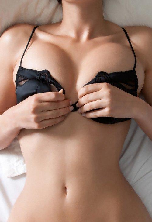 у сестры красивая грудь