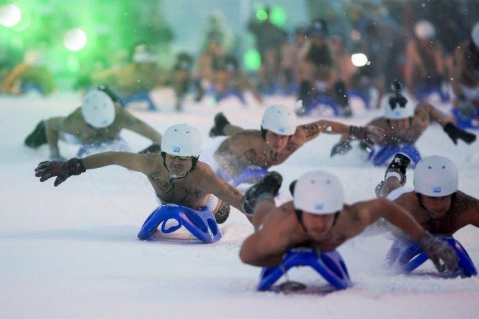 Голое соревнование на санках в Германии (18+)