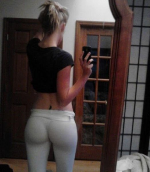 Beautiful blonde in yoga pants Amy Brooke swallows large bat  1151102