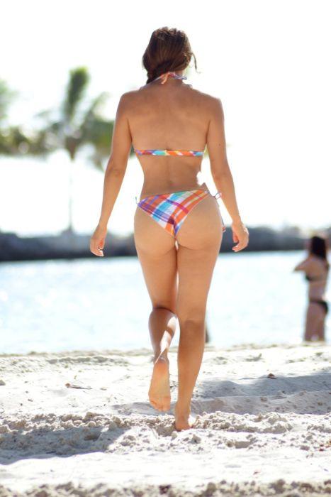 Пляжные фото Андреа Калле в бикини