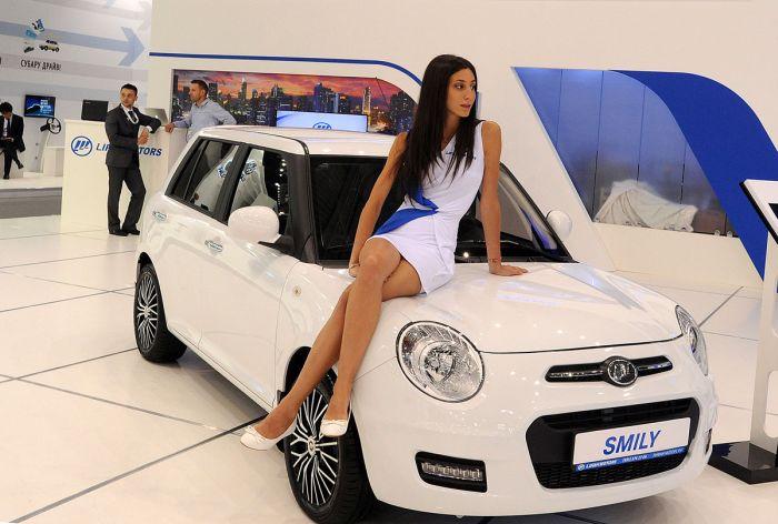 Красивые девушки-модели на ММАС-2014