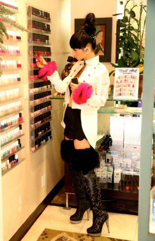 Актриса Бай Лин выбрала очень откровенный наряд для похода в салон красоты (18+)
