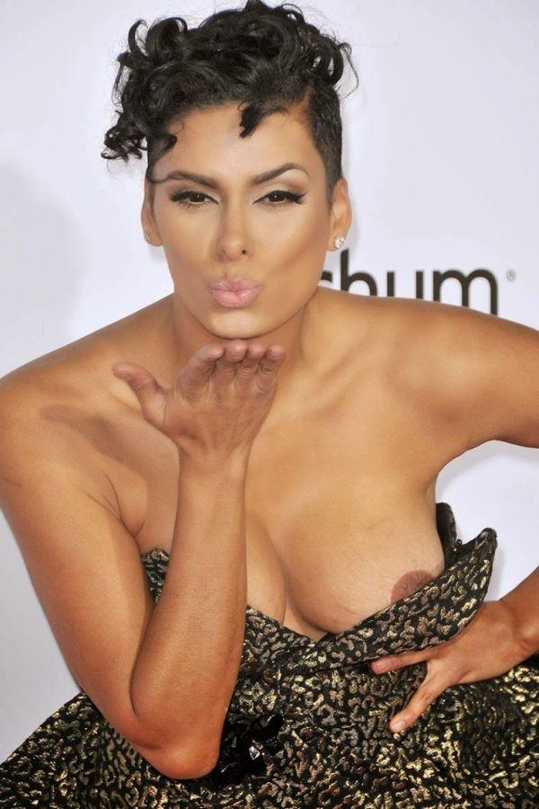 Лаура Гован (Laura Govan) попала на фото с обнаженной грудью (18+)