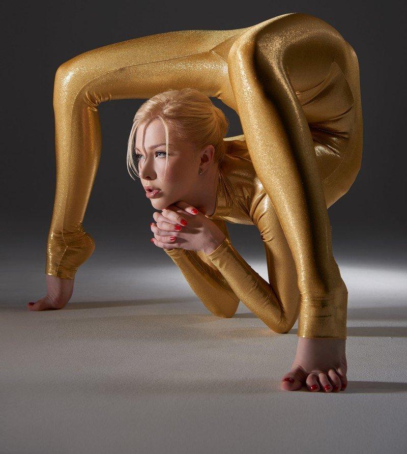 Юлия Гюнтель - самая гибкая женщина в мире снялась для календаря на 2015-ый год (11 фото)