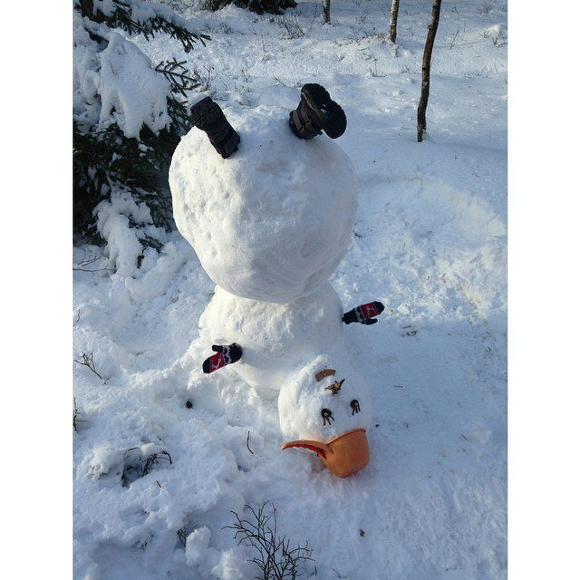 снеговик вверх ногами фото