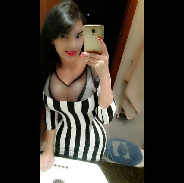 Алейра Авендано из Венесуэлы не расстается с корсетом даже во время сна