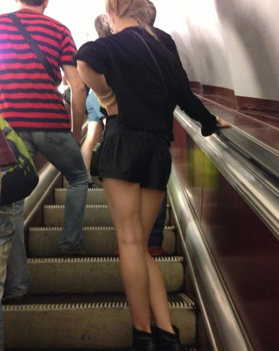 Под юбкой видео в московских магазинах, попы зрелых девушек