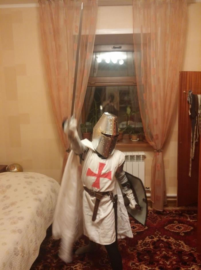 Маскарадный костюм Тамплиера (12 фото)