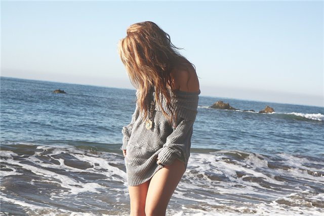 Девушки и море