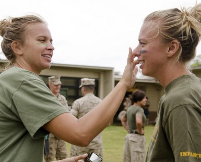 ''День Джейн Уэйн'' для жен военнослужащих на базе морской пехоты в штате Калифорния