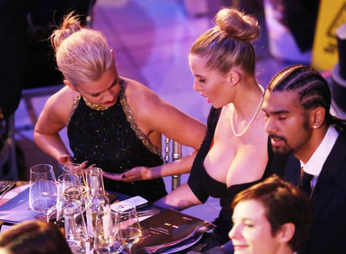 Забавные фото девушек с большой грудью и их подругами