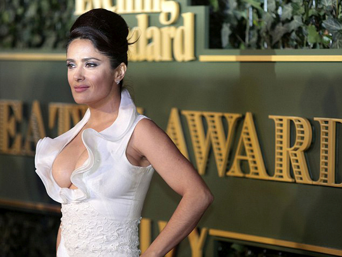 Откровенное платье Сальмы Хайек на церемонии London Evening Standard Theatre Awards