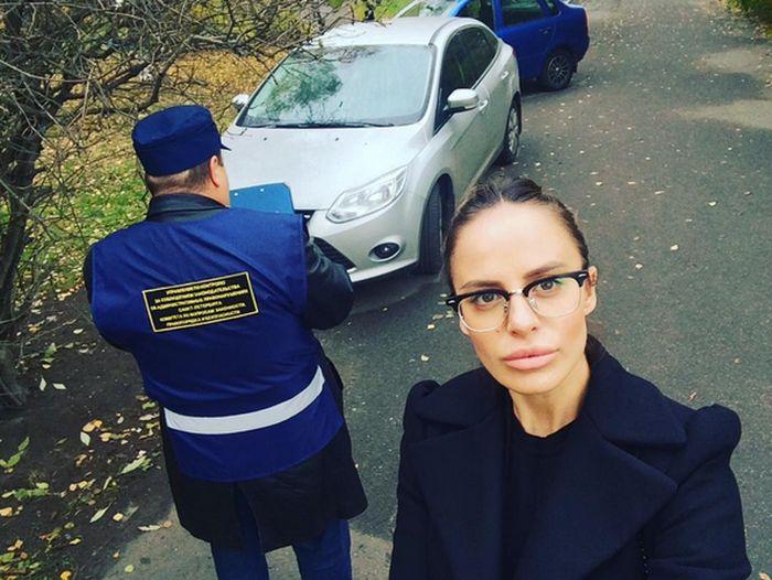 Диджея-госинспектора Элеонору Вербицкую (Ellis Sexston) уволили из-за чрезмерной сексуальности
