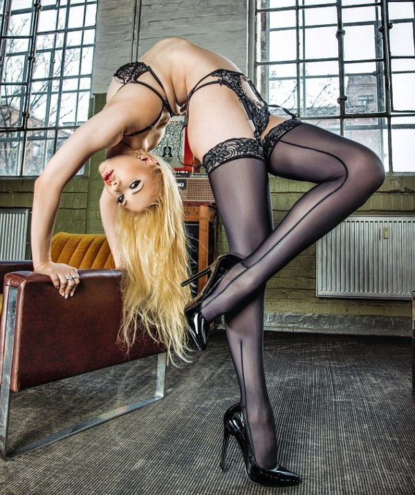 Откровенная фотосессия самой гибкой женщины мира, Юлии Гюнтель «Злата»
