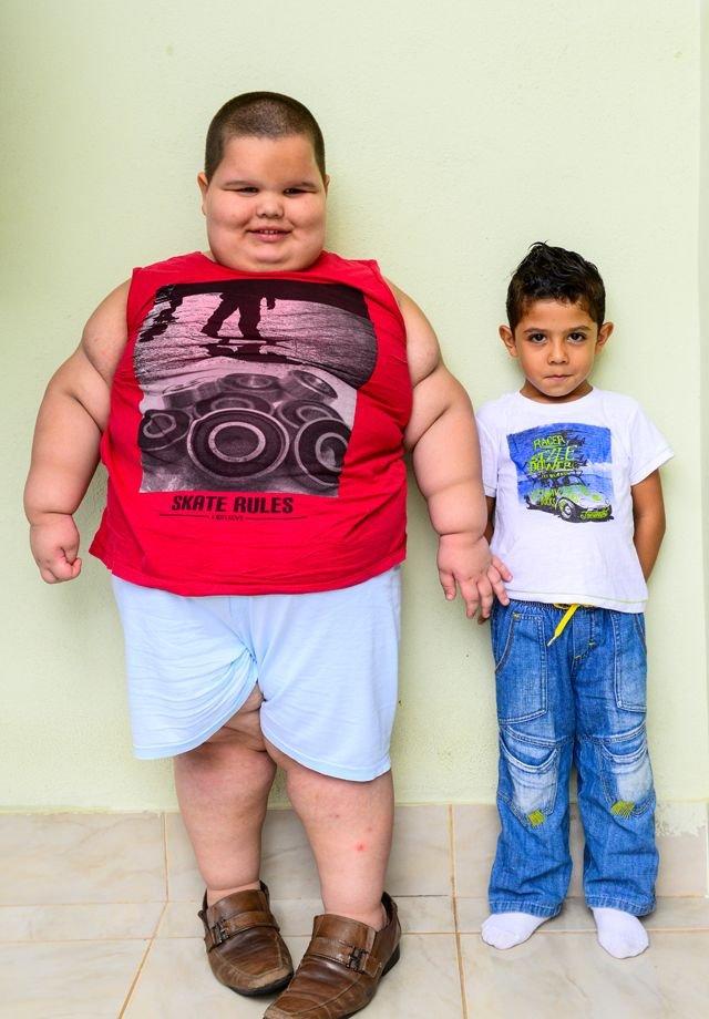 Взрослые мужики мальчика фото 630-339
