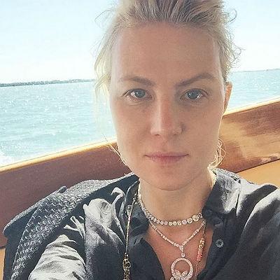 Рената Литвинова опубликовала селфи без макияжа