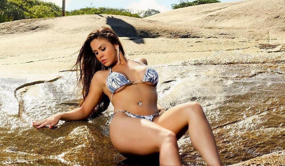 Горячие дамы на пляжах Бразилии (32 фото)