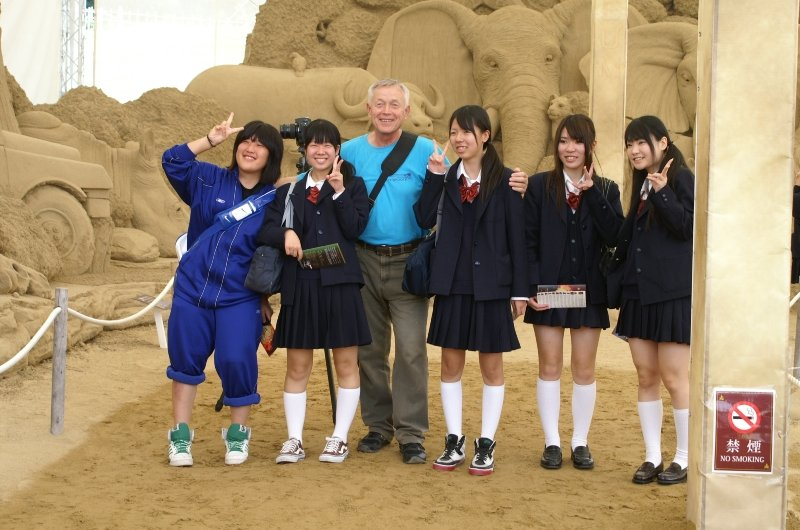 Девушки в коротких юбках (11 фото)