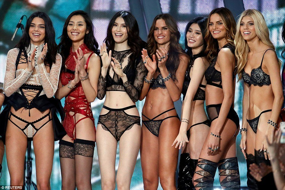Victoria's Secret Fashion Show 2016 (34 фото)