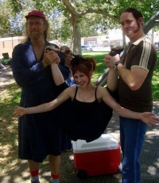 Немного сумасшедшие девушки (34 фото)