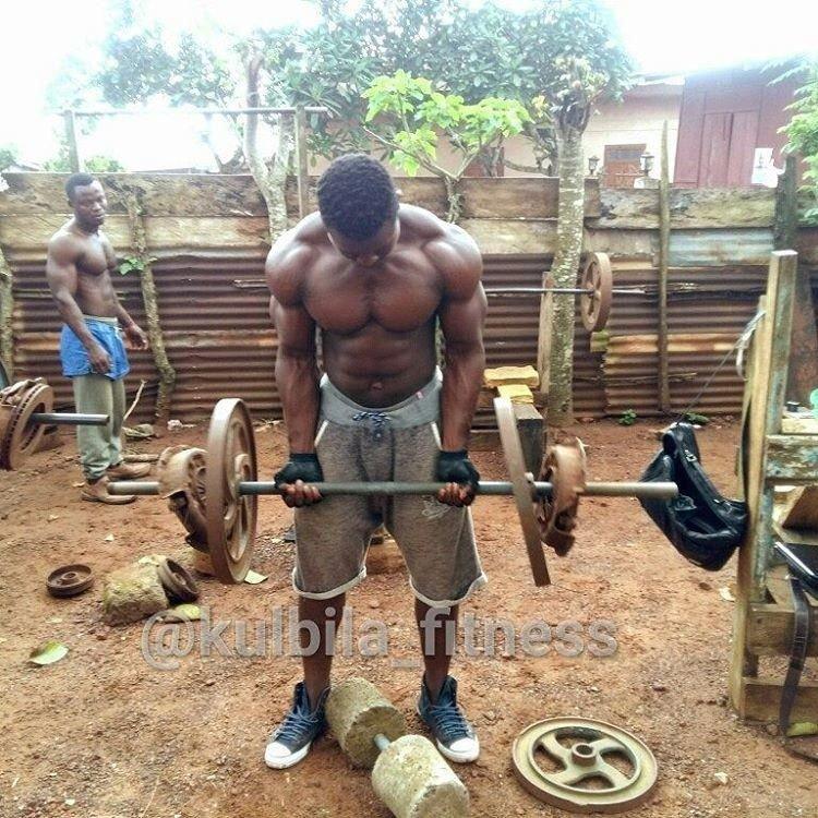 Уличные африканские качалки с самодельными тренажерами