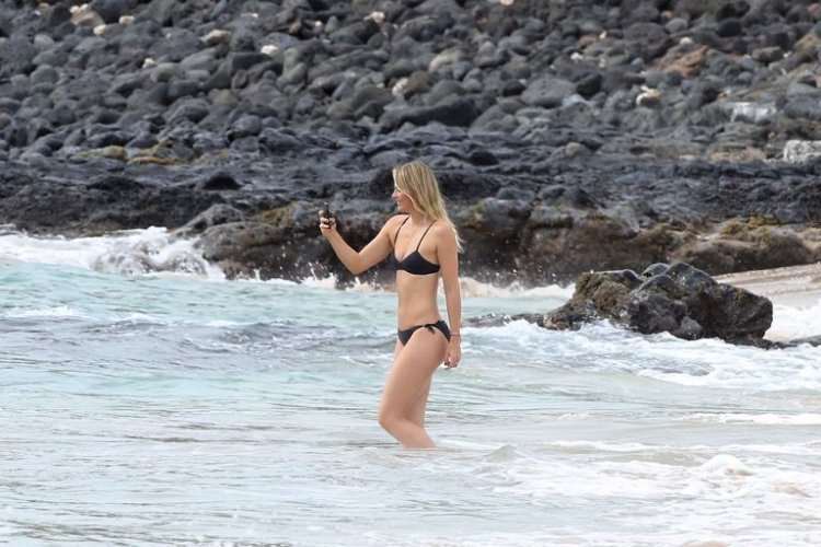 Мария Шарапова в бикини на Гавайях