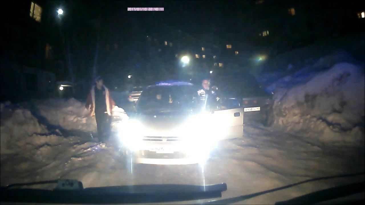 На Камчатке скорая помощь не успела спасти человека из-за перекрывшего дорогу автомобиля