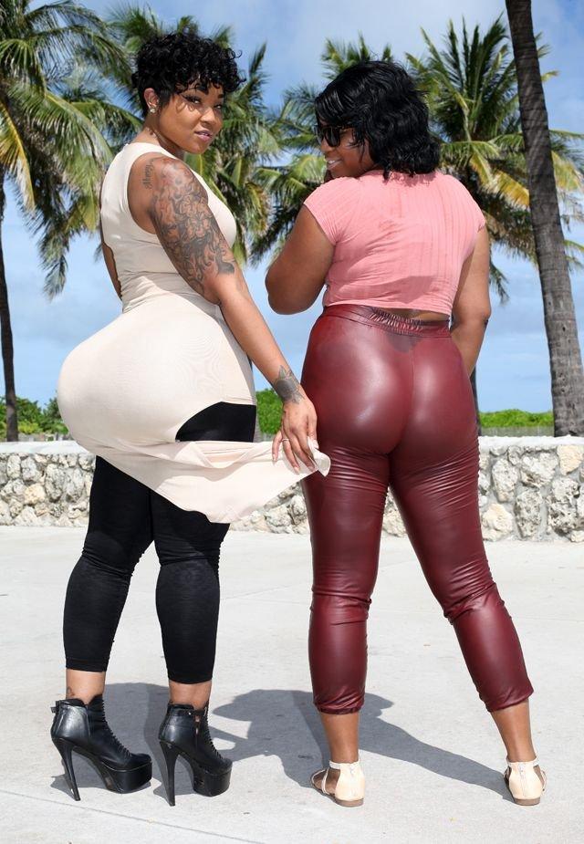 Голые мамы с большими жопами фото
