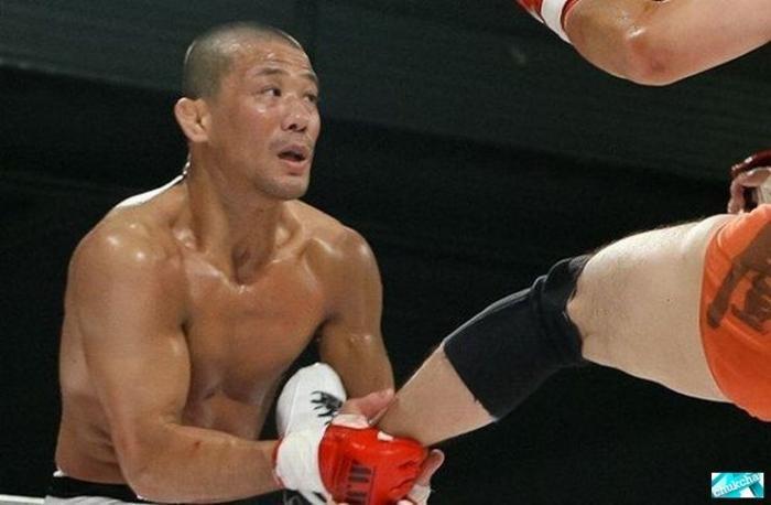 Борец J-Taro откусил сопернику ухо