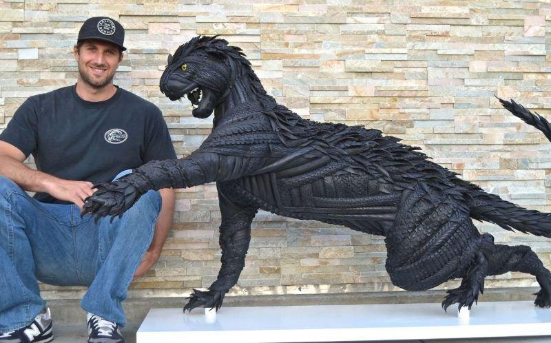 Профессиональный бейсболист в межсезонье создает впечатляющие скульптуры из покрышек