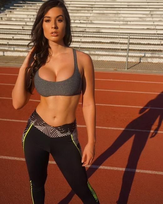 Девушки, которые часто ходят в спортзал