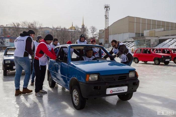 В Екатеринбурге провели турнир по «автокёрлингу»