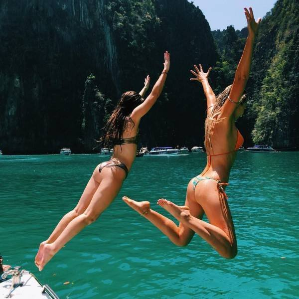 Симпатичные Девушки в купальниках и бикини