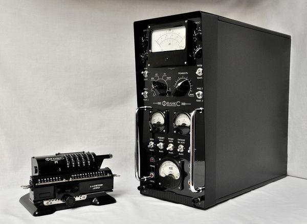 Крутой системный блок из старой советской электроники